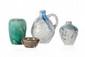 Eugène LION (1867-1945) Ensemble de quatre pièces en céramique vernissée comprenant un pichet, deux vases et une coupelle dans les tons de gris, beige, vert et bleu. Signées. H. : 3 à 16 cm.