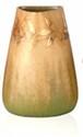 Clément MASSIER (c.1845-1917) Vase de forme conique à pans coupés en céramique à décor de feuilles dorées sur fond vert et mordoré. Signé. H. : 12 cm.