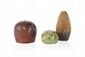 Ensemble de trois céramiques vernissées circa 1900-1930. H. : 5 à 17 cm.