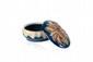 DENBAC Ensemble de trois pièces de forme en céramique comprenant : - une tête d'homme en grès. Signé Grodecoeur. H. : 21 cm. - une bonbonnière ovale à décor de lucane en semi relief. Signée. H. : 5 cm. L. : 11 cm. - une coupelle ronde en céramique