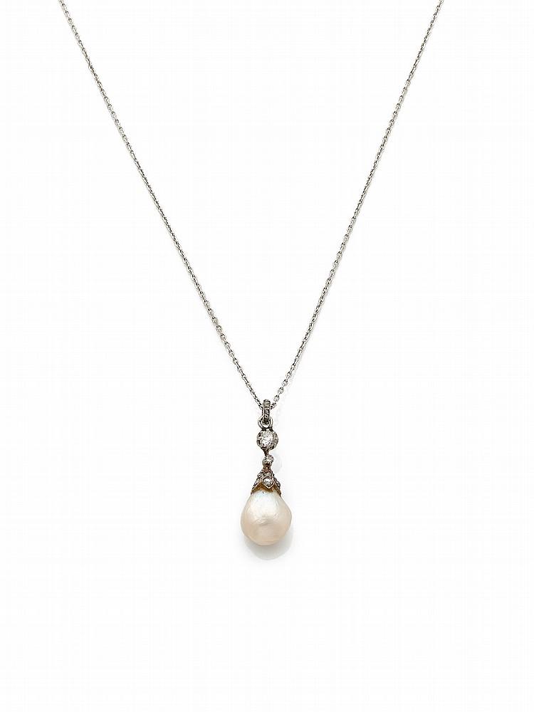 pendentif en or gris serti d une perle fine en forme de poir. Black Bedroom Furniture Sets. Home Design Ideas