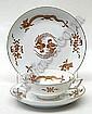 [ Porcelain ] Fnf Teegedecke  zzgl. Dessertteller und Untertasse I- Form . Reiche Drachenmalerei mit  Gold, Goldrander. Blaue Schwertermarke Meissen, Mitte 20. Jh., I. Wahl.