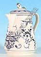 [ Porcelain ] Deckelkanne.  Konische glatte Wandung mit Ohrenhenkel. Blaues Zwiebelmuster. Blaue  Schwertermarke Meissen, 20.Jh., II.Wahl. H.17 cm.