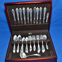 53 pc REED AND BARTON 1895 STERLING FLATWARE SET - Service for 10 includes dinner fork, dinner knife, salad fork, teaspoon and table spoon) plus butter knife, gravy ladle and sugar server - Total Weighable Silver: 59.04ozt ; Condition: Age