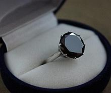 Good 9ct white gold ring with 5ct black diamond