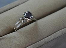 9ct white gold and black diamond ring Total ring