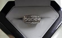14ct white gold, 5 stone diamond ring 1 round