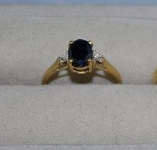 9ct yellow gold sapphire ring with 2 simulated