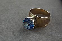10ct yellow gold and aquamarine ring approx 7.5