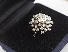 10ct white gold ring 1.62ct & 32 smaller diamonds