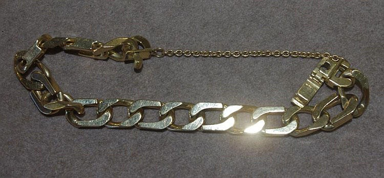 18ct gold bracelet Total weight approx 55 grams