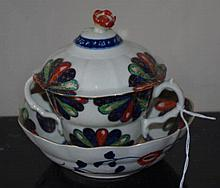 18th Century Worcester caudle cup with cover and s