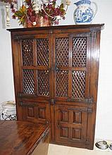 Spanish late 17th century oak kitchen cupboard wit