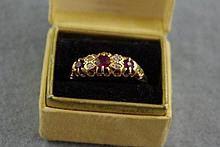 Antique 18ct yellow gold hallmarked ring set with