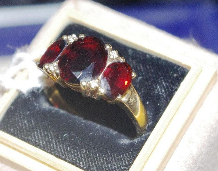 9ct gold three stone garnet ring marked Total