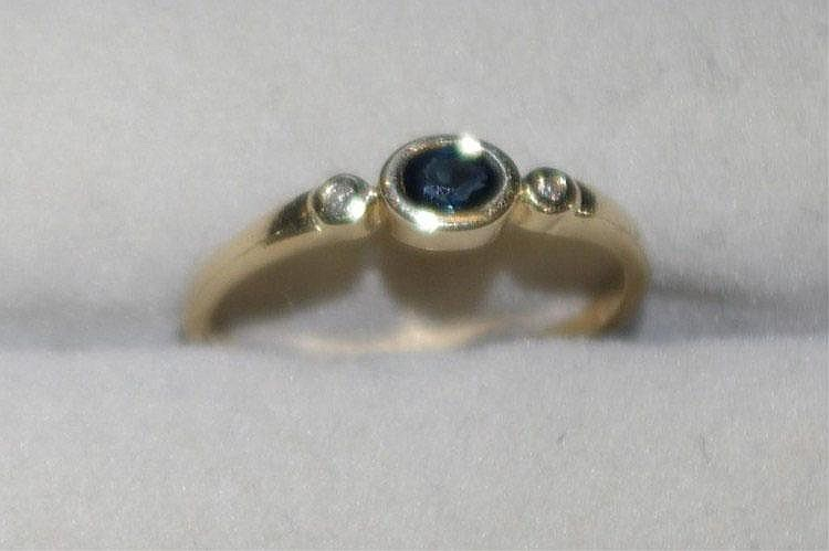 9ct gold ring with sapphires & 2 small diamonds