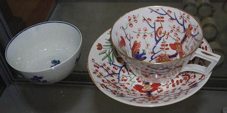 18th Century Worcester blue & white tea bowl
