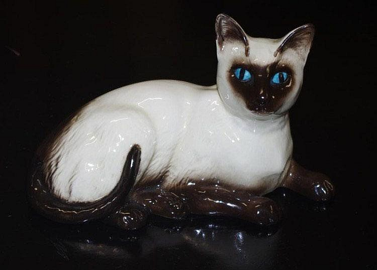 Beswick/Doulton Siamese cat seated Model 1559.