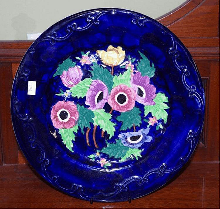 Good tubelined Maling cabinet plate decorated with