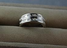 18ct white gold twin ring, with 13 diamonds both