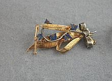 Antique 9ct gold and enamel brooch with safety