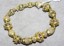 17-18ct yellow gold Indian bracelet total weight