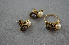 14ct yellow gold and white & black pearl set