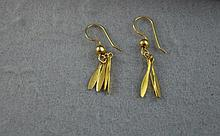 9ct yellow gold three leaf drop earrings total