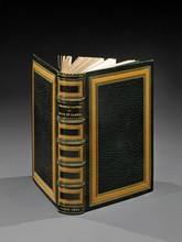 GAUTIER (Théophile). ÉMAUX ET CAMÉES. Illustrations de Gaston Bussière. PARIS, FERROUD,1923. Un volume, petit in-8, de (2) ff., 237 pp., (1) f., pleine reliure en maroquin vert bronze. Dos à 5 nerfsorné de caissons mosaïqués fauves, soulignés de