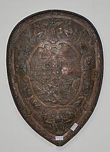 Bouclier en cuivre argenté, de style Renaissance à décor en ronde-bosse   Epoque Viollet-le-Duc   H. 62 cm L. 44 cm