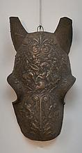 Chamfrein de style, en cuivre argenté, décor en ronde-bosse de style Renaissance  XIXe siècle  H. 43 cm L. 26 cm