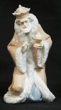 LLADRO PORCELAIN LARGE *KING MELCHIOR* CHRISTMAS NATIVITY FIGURE. #5479. NO BOX. 9 INCHES HIGH.