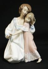 LLADRO PORCELAIN FIGURE *MOTHER AND DAUGHTER GOOD NIGHT*. #5449. NO BOX. 8 INCHES HIGH.