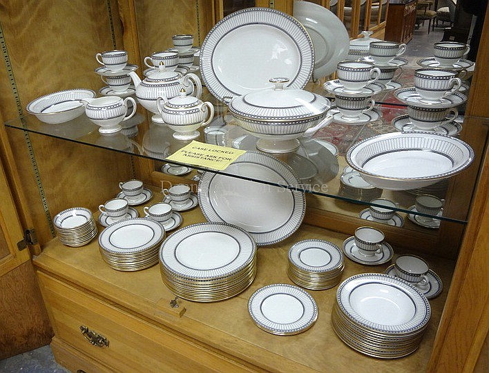 99 PC WEDGWOOD COLONNADE DINNERWARE SET; TEAPOT LID IS CRACKED; BREAKDOWN AVAILABLE; LARGEST PLATTER 15 1/2 IN