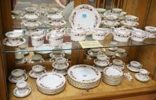 74 PC ROYAL CROWN DERBY *CHATSWORTH* DINNERWARE. BREAKDOWN AVAILABLE.