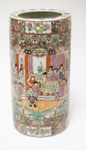 ASIAN PORCELAIN UMBRELLA STAND. 18 1/2 INCHES TALL.