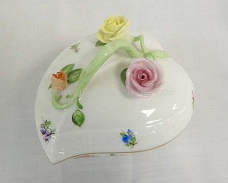 HEREND HAND PAINTED HEART SHAPED BOX W/APPLIED