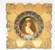 1905 VIENNA ART PORTRAIT PLATE IN A VICTORIAN FRAME. LEFT SIDE OF FRAME DAMAGED. PLATE IS 10 IN