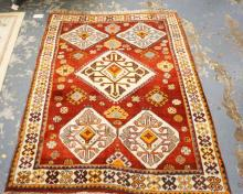 ORIENTAL RUG IN RED & CREAM. 5 FT X 4 FT.