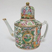 CHINESE PORCELAIN TEAPOT WITH ROSE MEDALLION