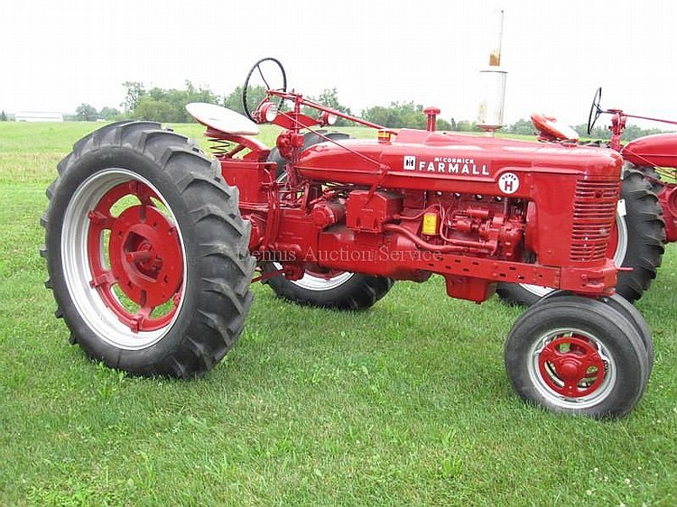 FARMALL MCCORMICK Model SUPER H, 5 Speed Trans, Amp Meter, Oil Meter, Water Gauge, Hour Meter, #359504R1, New Tires in working condition
