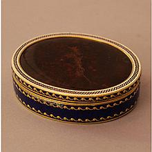 French gold snuff box, oval form with golden borde