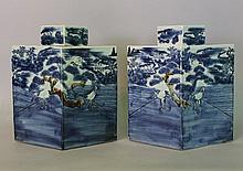 Pair of large Chinese porcelain Tea Flasks, Qing d