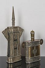 2 gourdes en métal blanc et laiton voire du métal laqué Moyen Orient.