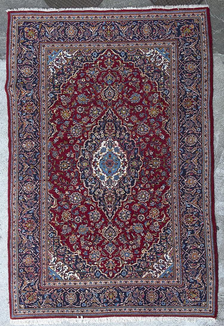 452: tapis persan u00e0 mu00e9daillon central rt motif de fleurs de lotus ...