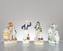 4 sculptures en faïence anglaise représentant: 1 femme et enfant priant, 2 pièces montées avec couple, 1 homme à la valise rouge.