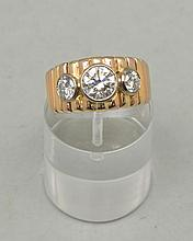 bague cannelée en or jaune et rose .750 avec 3 diamants sertis clos dont 1 de 1,25 ct et 2 brillants pour un total de 1.16 carats, top Wesselton, pur, poinçon Tannler