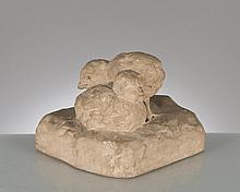 modelage en terre cuite grise de 2 poussins par Marguerite Monot XXe, signé en creux dans la base