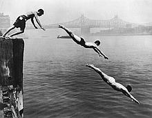 Arthur Leipzig (1918-2014). Divers, East River, 1948. Gelatin silver print, printed later, signed i