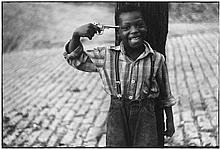 Elliott Erwitt (b.1928). Pittsburgh, Pennsylvania, 1950. Gelatin silver print, printed later, signe